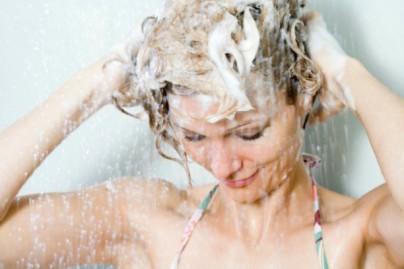 mujer_shampoo.jpg